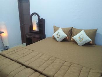 Kampoeng Pakis Inn Banyuwangi - Deluxe Room PegipegiYuk Promo