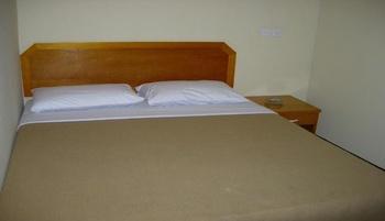 Hotel Sakura Tarakan Tarakan - Economy King Share Bathroom Regular Plan