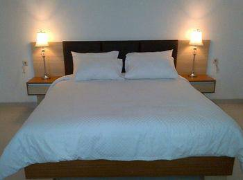 Sapadia Guest House Bandung - Standard Queen With Breakfast Weekday promo