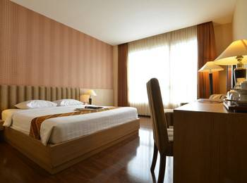 Hotel Istana Tulungagung - Deluxe Double Room Only Regular Plan