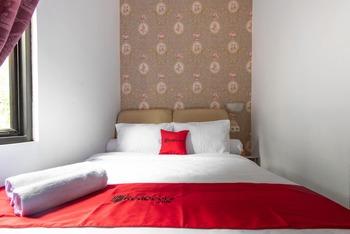 RedDoorz Plus near Trans Studio Cibubur 2 Bekasi - RedDoorz Family Room Basic Deal