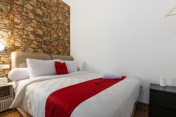 RedDoorz Plus near Trans Studio Cibubur 2 Bekasi - RedDoorz Suite Room Regular Plan