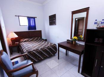 Hotel Blue Safir Yogyakarta - Deluxe Room Only Save 10%