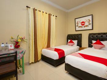 OYO 799 Hotel Dieng Karo - Standard Twin Room Regular Plan