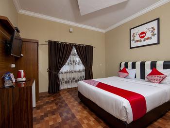 OYO 799 Hotel Dieng Karo - Suite Double Regular Plan