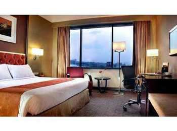 Hotel Ciputra Semarang - Deluxe Queen Simpang Lima View Room Only Regular Plan