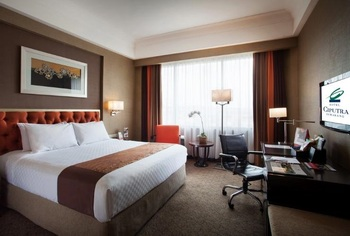Hotel Ciputra Semarang managed by Swiss-Belhotel Int'l Semarang - Deluxe Queen Room Only Regular Plan