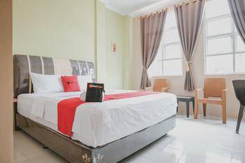 RedDoorz Plus near Simpang Puncak Jelutung Jambi Jambi - RedDoorz Premium Room Basic Deal