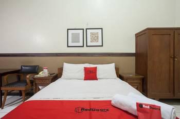 RedDoorz @ Urip Sumoharjo Surabaya - RedDoorz Room Last Minute