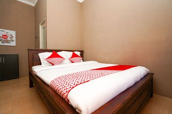 OYO 1087 Homestay Potato House Probolinggo - Standard Double Room Regular Plan