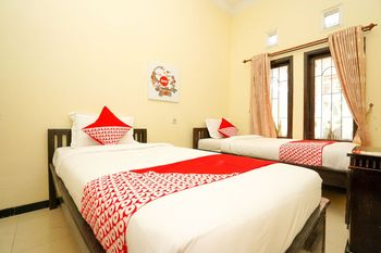 OYO 1087 Homestay Potato House Probolinggo - Standard Twin Room Regular Plan