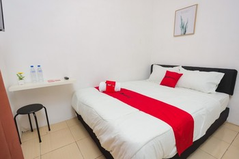RedDoorz near Plaza Araya 2 Malang - RedDoorz Room Basic Deal