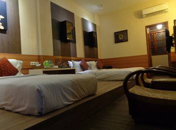 Dhanesvara Homestay Surabaya - Deluxe Room Regular Plan