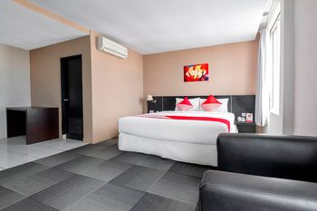 OYO 472 Hotel Asyra Makassar - Deluxe Double Room Regular Plan