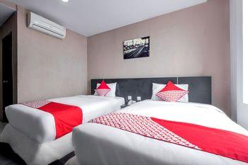 OYO 472 Hotel Asyra Makassar - Standard Twin  Room Regular Plan
