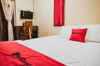 RedDoorz @ Pandega Padma Yogyakarta - RedDoorz Deluxe Room with Breakfast Regular Plan