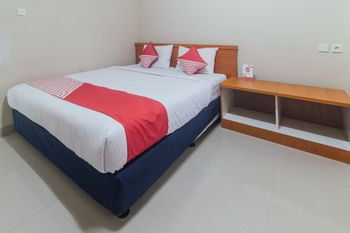 OYO 1448 Mangga Dua Guest House Ambon - Deluxe Double Room Great Sale