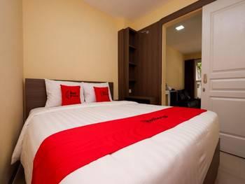 RedDoorz Plus near Paragon Mall Semarang Semarang - RedDoorz Deluxe Room Regular Plan