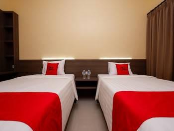 RedDoorz Plus near Paragon Mall Semarang Semarang - Twin Room 24 Hours Deal