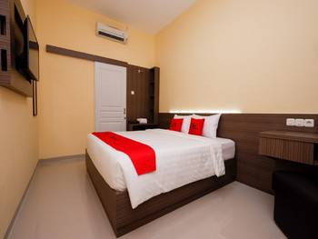 RedDoorz Plus near Paragon Mall Semarang Semarang - RedDoorz Deluxe Room 24 Hours Deal