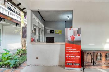 RedDoorz near Malioboro Tugu Station Jogja 2 Jogja - RedDoorz Twin Room AntiBoros
