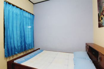 Batik Trinidar Homestay Yogyakarta - Standard Room with Fan and Sharing Bathroom Basic Deal
