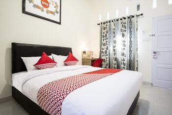 OYO 873 Kamani Homestay Syariah Medan - Deluxe Double Room Regular Plan
