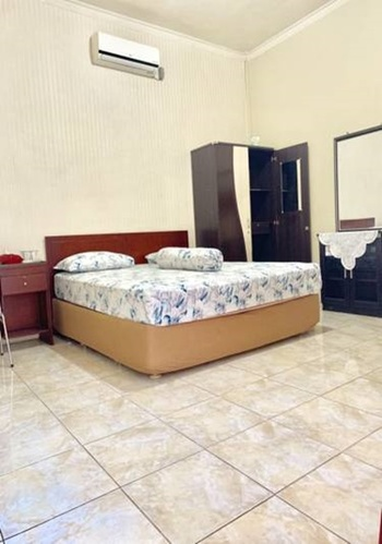 Sola Gracia Guest House Palangka Raya - Deluxe King Room Only Regular Plan