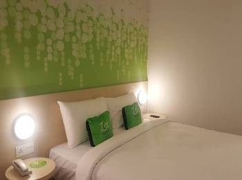 Zest Hotel Legian - Zest Queen Balcony Room with Breakfast Regular Plan