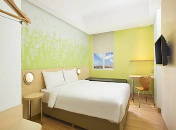 Zest Hotel Legian - Zest Queen Room with Breakfast Last Minute