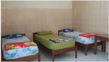 Wisma Tamu Surabaya Surabaya - Family Room Only FC Minimum Stay
