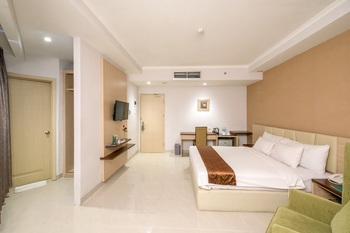 Hotel Syariah Solo - Fathimah (Deluxe King) Room Breakfast Regular Plan