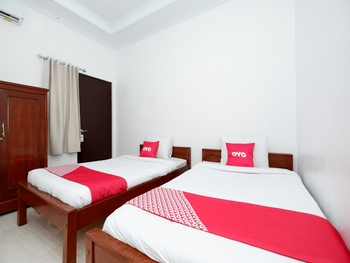 OYO 2058 Griya Ria Karanganyar - Standard Twin Room Regular Plan