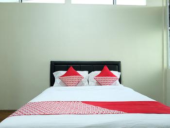 OYO 1853 Guest House D'makmoer Belitung - Deluxe Double Room Regular Plan