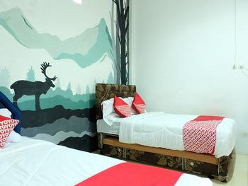 OYO 1853 Guest House D'makmoer Belitung - Standard Family Room Regular Plan