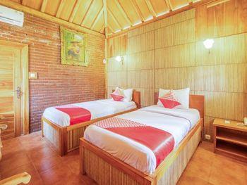 OYO 1347 Joglo Garut Cottage Syariah Garut - Deluxe Twin Room Regular Plan