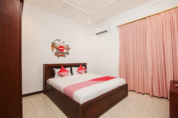 OYO 552 Raz House Medan - Deluxe Double Room Regular Plan
