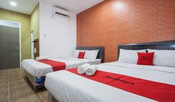 RedDoorz Plus @ Raya Sengkaling Malang - RedDoorz Family Room Basic Deal