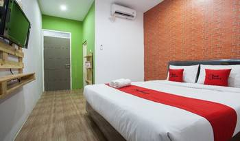 RedDoorz Plus @ Raya Sengkaling Malang - RedDoorz Room Basic Deal