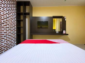 OYO 2232 Kelapa Gading Guesthouse Padang - Deluxe Double Room Regular Plan