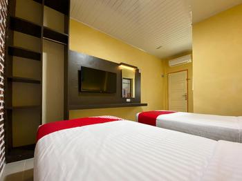 OYO 2232 Kelapa Gading Guesthouse Padang - Standard Twin Room Regular Plan