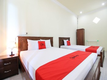 RedDoorz Syariah @ Kompleks Candi Borobudur Magelang - Suite Room Regular Plan