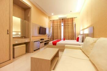 RedDoorz near Candi Ratu Boko Yogyakarta - RedDoorz Deluxe Room 24 Hours Deal