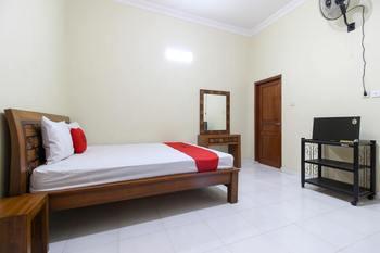 RedDoorz near Candi Ratu Boko Yogyakarta - RedDoorz Room 24 Hours Deal