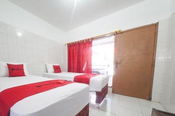 RedDoorz @ Tretes 2 Pasuruan - RedDoorz Twin Room Basic Deals Promotion