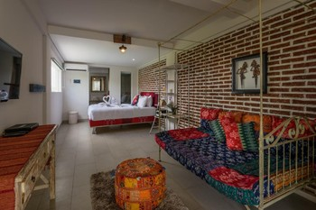 Base Guesthouse and Hostel Bali - Twin Room min stay 4N