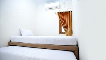 ADARO Homestay Yogyakarta - Standard Twin Room Only Regular Plan