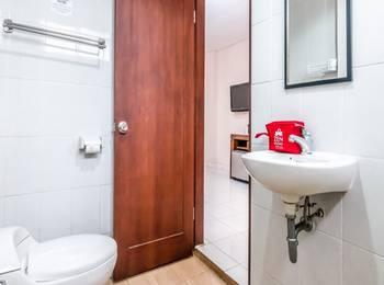 ZenRooms Kuta Kubu Anyar 2 Bali - Double Room (Room Only) Regular Plan