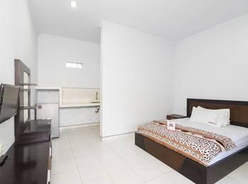 RedDoorz @Raya Jimbaran Bali - RedDoorz Room Regular Plan