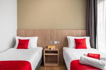 RedDoorz Premium near CBD Puri Indah Jakarta - RedDoorz Twin Room with Breakfast last minute